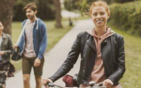 lär tonåring att få bättre koll på sina pengar